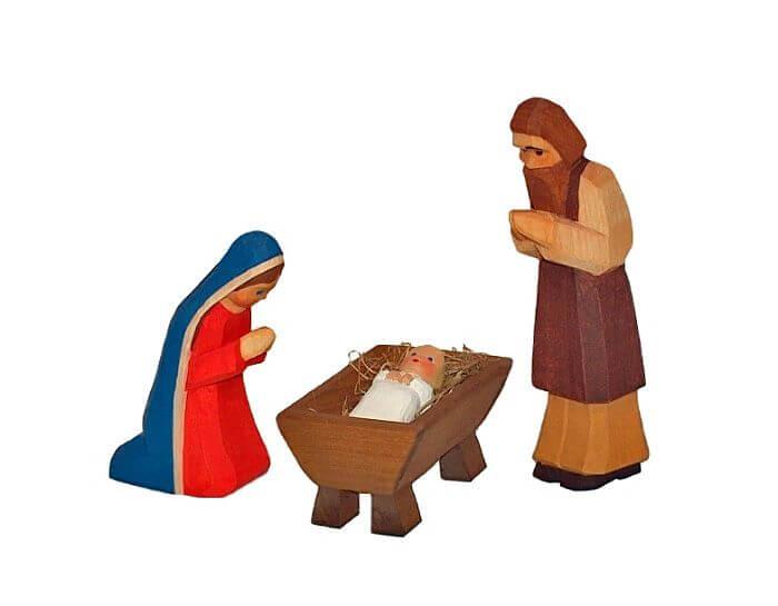 Freisteller handgeschnitzter Krippenfiguren von Lotte Sievers-Hahn in Form von Maria, Josef und Jesus.